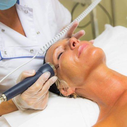 Tratamiento de belleza facial con Reyes Payá
